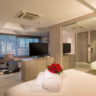 Romantic night CityFlats Hotel