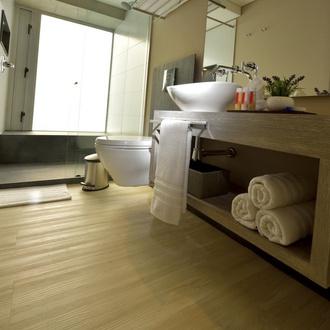 Bathroom CityFlats Hotel